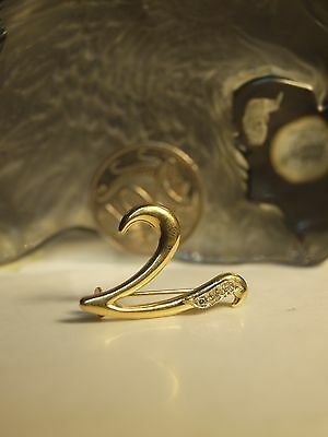 "750 Yellow Gold "" Fancy V "" Brooche / Hallmarked 750 - With Zirconia !"