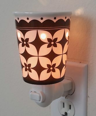 SCENTSY Bloom Floral Black & White Plug-In Wax Melt Warmer (New in Box)