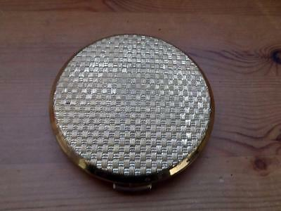 Attractive Vintage Stratton Compact with  Basket Weave Detail on the Lid.