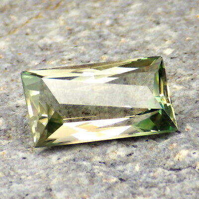 GREEN-PINK DICHROIC OREGON SUNSTONE 4.67Ct FLAWLESS-EXTREMELY BRIGHT GEMSTONE!