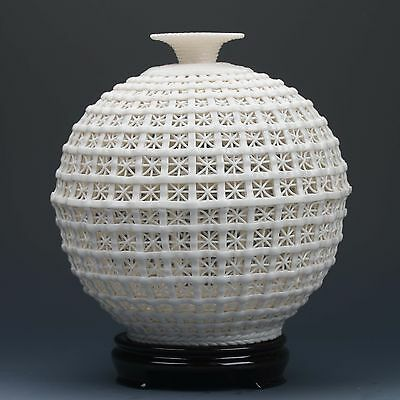 Chinese Porcelain Hand-carved  Hollowed Art White Vase G178