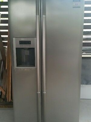 Fridge - LG 2 door - side by side fridge/frezer