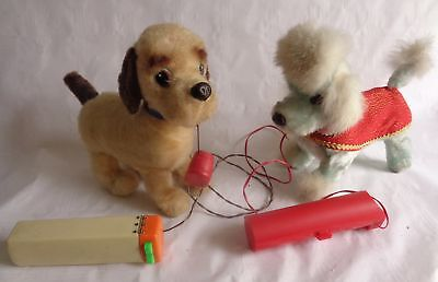 2 alte Hunde  Fernbedieung Kabelfernbedienung Rook Valley Toy und made in Japan