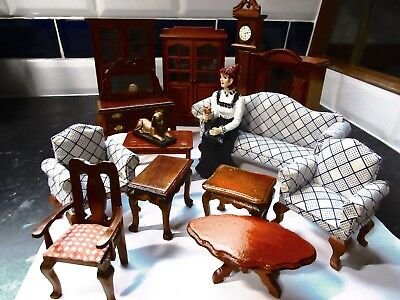 Great Assorted pieces of furniture as a mixed lot