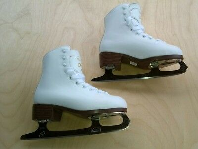 Girls skates. Graff Davos Gold. Size 2.  34. Pre owned. In very good condition.