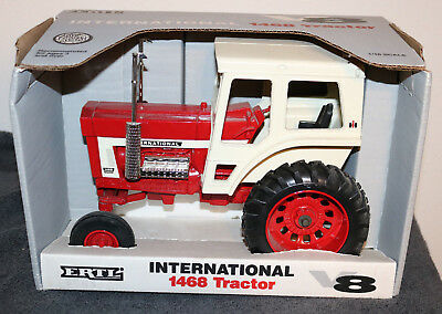 Ertl International 1468 Tractor w/ Dual Pipes V8 Edition 1:16 Scale Diecast Box