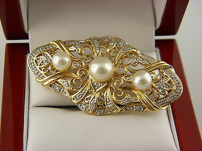 Vintage 14K Solid Yellow Gold Pearl And Diamond Pin Brooch .