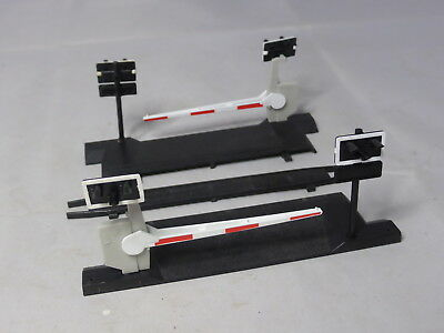 Hornby 00 single track level crossing with barriers VGC