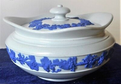 WEDGWOOD ONLY UNUSUAL WHITE STONEWARE WITH  GRAPE DETAIL COVERED SUGAR, c.1820