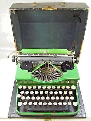 Vintage 1930's Green Enamel Royal Portable Typewriter w/Case
