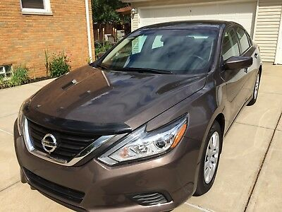 2016 Nissan Altima  4000 miles A-1 Altima Great Condition worth a L(0)(0)K 38mpg Low original miles