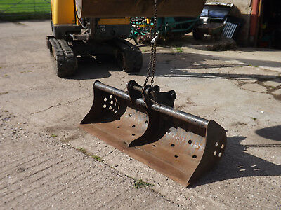 JCB 3C  3CX 5ft ditching bucket Used for just two hours from new!