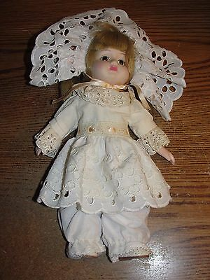 """Vintage? Bisque Doll - Unknown Maker - Lovely In White Outfit - 12"""" Tall - Hga"""