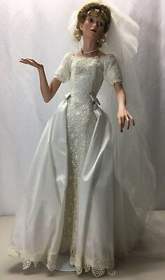 Vintage Ashton Drake Galleries Bride Doll 1999 A0166 White Dress With Stand