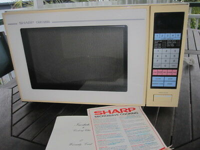 SHARP CAROUSEL MICROWAVE OVEN large capacity R-1799 Model very good condition NR