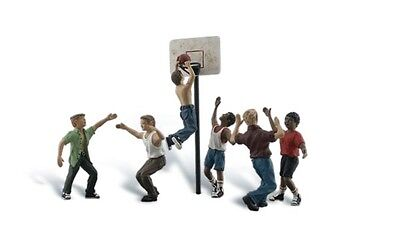 Shootin' Hoops +++ HO - For Model Train Layout - Fully painted & assembled