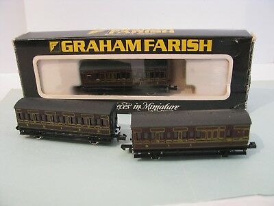 N Gauge Lot of 3 x 4 Wheeled Carriages by Graham Farish Lined Crimson Lake