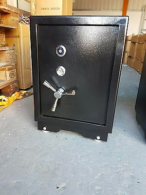 NEW LARGE 74kg STEEL AND CONCRETE HEAVY DUTY SAFE