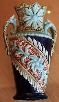 ancien vase en barbotine decoré