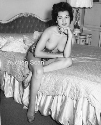 CD137-0079 VINTAGE B&W 8x10 EARLY 1960'S CLASSIC BUSTY OR LEGGY BRITISH ART NUDE
