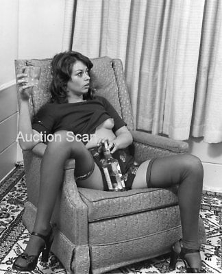 Cd137-0385 Vintage B/w 8X10 Classic Art Posed Busty Or Leggy Nude Pinup Model