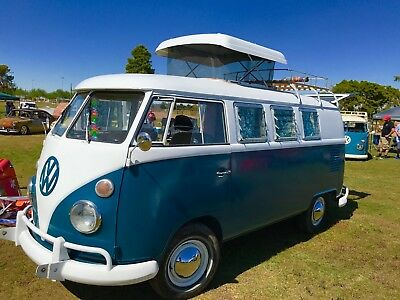 1967 Volkswagen Bus/Vanagon pop top camper model