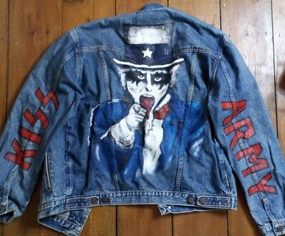 vintage wrangler denim jacket with hand painted KISS army design size Large