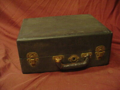 Boetsch Model No.30 portable wind up phonograph