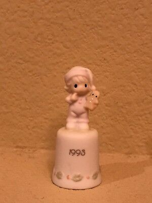 precious moments- WISHING YOU TH SWEETEST CHRISTMAS THIMBLE 1993