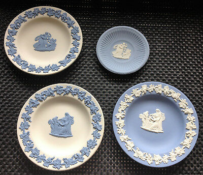 4 small wedgwood collectable display plates
