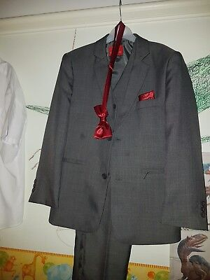 BOYS 3 PIECE SUITE and Bow tie age 10/11