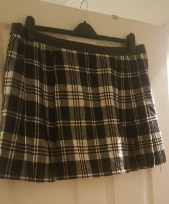 Womens Black White Tartan Winter Skirt Pleated Size 18 Lined