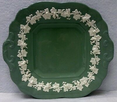 WEDGWOOD china QUEENSWARE Cream on Celadon Smooth Square Cake Plate - 10-1/2""