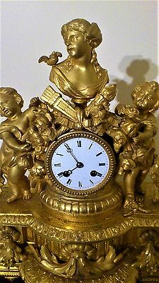 A 19th CENTURY FRENCH ORMOLU FIGURAL MANTEL CLOCK, STAND & GLASS DOME.