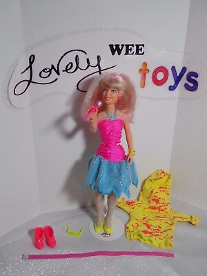1987 Hasbro Jem and the Holograms - JEM Flash n Sizzle doll - EARRINGS WORK