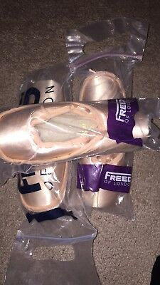 Professional Ballerina Pointshoes Freed 4 1/2 X.