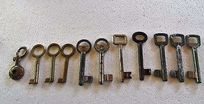 Lot of 10 old vintage antique skeleton keys with an antique keychain gift