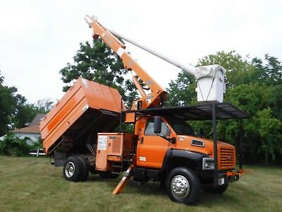 2006 GMC C7500 60' Chipper Dump Forestry Bucket truck Boom Over Center 71K Miles