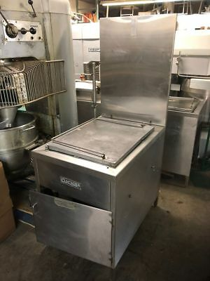 Lucks G1826 Natural Gas Donut Doughnut Fryer with Filtration