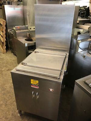Belshaw 718LCG Natural Gas Donut Doughnut Fryer - No Filtration - 17x25 Screens