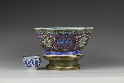 19th century, A beautiful'famille rose' chinese porcelain bowl