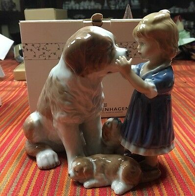 Royal Copenhagen Figurine - Statuina Bambina con cani - Girl With Dogs