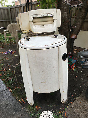Vintage Non-Functioning Speed Queen Wringer Washer