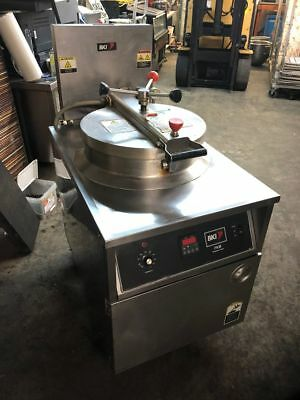 BKI FKM Electric Pressure Deep Fat Fryer Cooking Commercial Filtration
