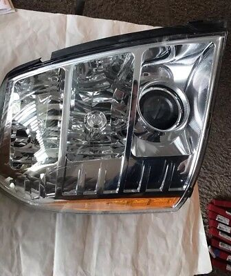 NEW OEM 2009-2014 Cadillac Escalade RH Xenon HID Headlight Lamp Assembly