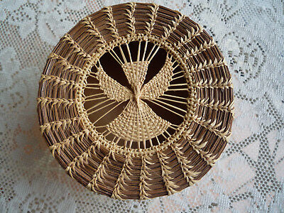Vintage Hand Made Pine Needle Basket With Teneriffe Angel Lace Medallion Center
