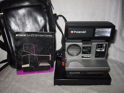 Vintage Polaroid Sun 670QS Instant camera with manual and case