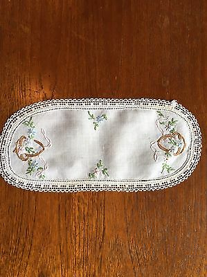 Vintage Hand Embroidered Crochet Handmade Cotton Doily Duchess Centrepiece