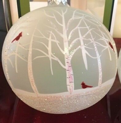 Smith & Hawken Collectable  Christmas Ornament White / Red birds Beautiful!!
