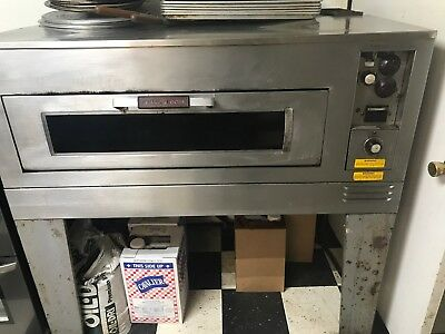 GE Stone Deck Pizza Oven 220v 1ph, In service right now!! Come bake a pizza!